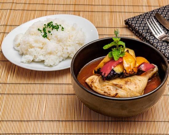 チキンレッグとゴロゴロ野菜のスープカリー